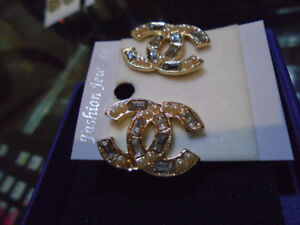 Chanel CC earrings gold tone & stones