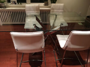 BEAUTIFUL GLASS KITCHEN TABLE & WHITE LEATHER CHAIRS!