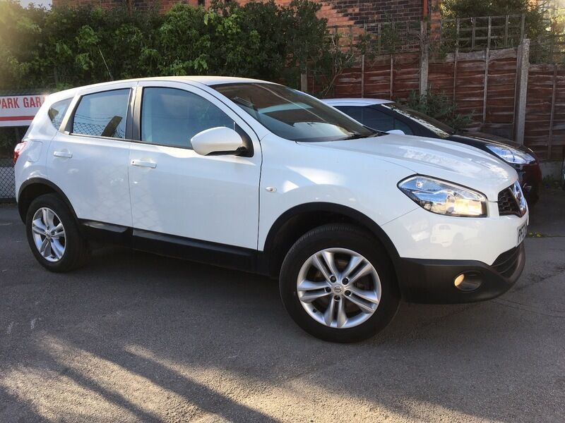 nissan qashqai 1 6 acenta white 2013 in didsbury. Black Bedroom Furniture Sets. Home Design Ideas