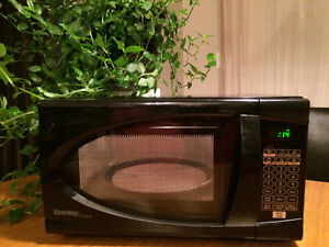What A Deal ! Danby Designer 0.7 cu. ft Microwave Oven - Black