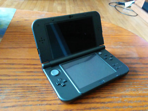 Mint Condition NEW 3DS XL w/ charger and POKEMON OMEGA RUBY