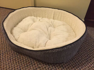 Very comfortable cat/dog bed