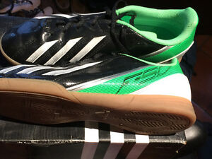 Adidas Girls/Women's size 6 Indoor Soccer Shoes
