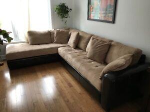 Sofa sectionnel en cuir et tissu acheté chez JC Perreault