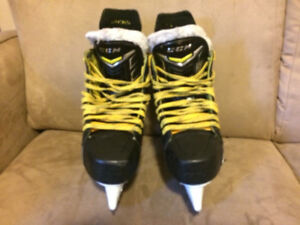 8/10 CONDITION HOCKEY SKATES - CCM TACKS 4092 Size 6D