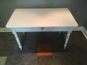 Harvest Table with White Enamelled Steel Top