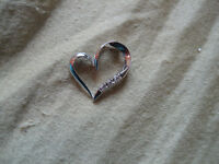 10KT White Gold Heart Pendent with 3 Dimonds