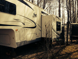 Jazz Fifth Wheel 2550RL made by Thor