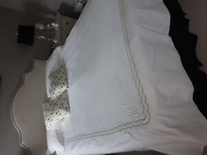 Queen size duvet and pillow shams