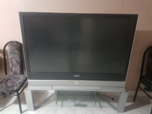 Samsung  DLP 65' tv with matching stand
