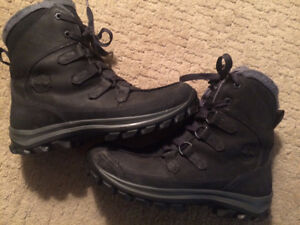 "Men's Timberland ""Chillberg"" winter boots size 9 gently used"