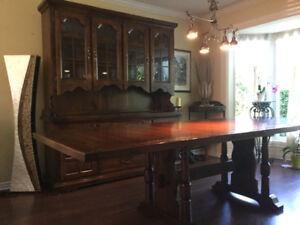 Mobilier salle à manger (vaisellier, table, chaises)
