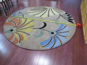 6 foot round wool rug, new condition