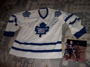 FRANK MAHOVLICH Signed Toronto Maple Leafs Jersey & Photo