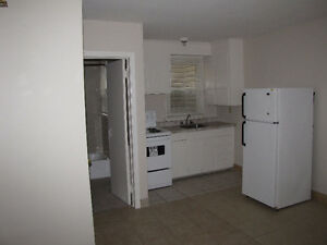 RENT RENT - DOWNTOWN KITCHENER - BACHELOR APARTMENT
