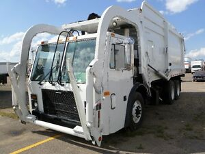 MASSIVE PRICE REDUCTION on 2004 MACK 613.Front Loader Dual Steer