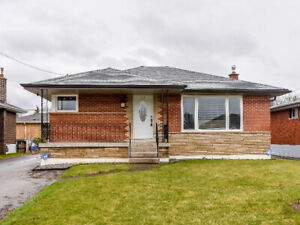 Gorgeous Bungalow in Mature Neighbourhood