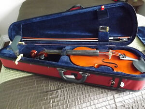4/4 Violin, bow and case