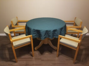 Dining table with chairs/tablecloth
