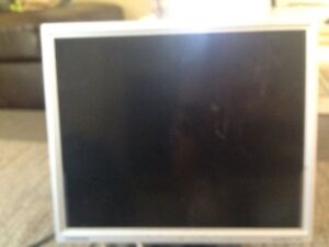 17 inches Samsung monitor