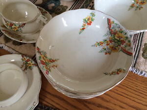 Collectible Antique Grindley Creampetal Dishware London Ontario image 2