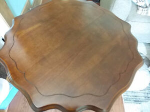 SOLID WOOD VINTAGE TABLE Windsor Region Ontario image 2