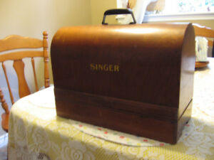 Singer Vintage Sewing Machine.