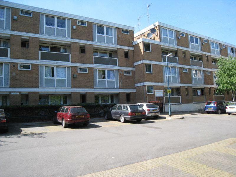5 bedroom flat in Evenwood Close, Putney, SW1