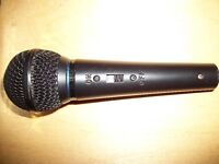 Vintage Microphone, 20FT Mic Cable, Carry Case & 2 Guitar Books