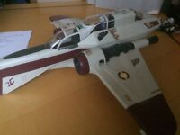 Star Wars large fighter ship with 2 figures