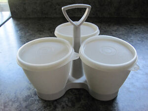 Vintage Tupperware Snack/condiment Caddy West Island Greater Montréal image 1