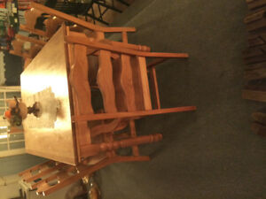 Table - 6 chaises et vaissellier