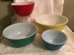 4 Pyrex Primary Mixing Bowls Yellow Green Red Blue