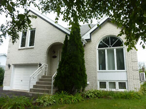 Chateauguay 4 bedrooms - Price revised - Excellent location