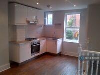 3 bedroom flat in Brading Road, London, SW2 (3 bed) (#439559)