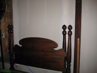 """Antique 1900's Victorian bed with 4 spade post (Double 51"""" Bed)"""