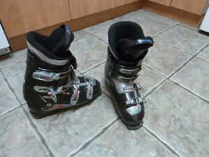 Nordica downhill ski boots 280 285 / Bottines de ski