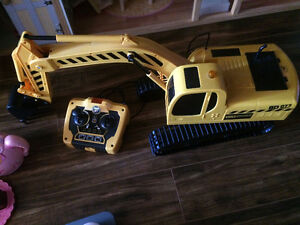 Big Digger Remote Control Toy Heavy Machinery Excavator