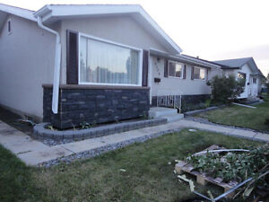PET FRIENDLY 3+2 BEDROOM BUNGALOW(WESTEND) w/FINISHED BSMT AVAIL