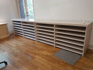 Free shelving with roll out trays