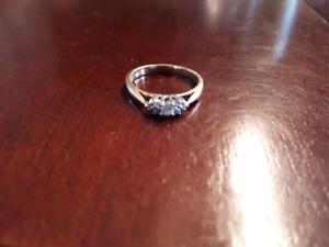 Bague de fiançailles en or avec diamants 185$