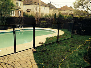 Cl ture piscine cl ture bois cl ture verre hybride pool for Cloture de piscine montreal
