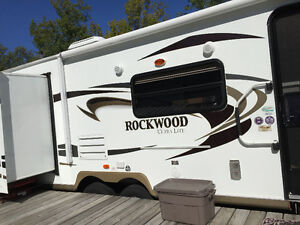 33.5 ft 2 bedroom Rockwood camper