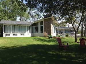 Large Waterfront cottage 3 Bed Kawartha's Sturgeon Lake