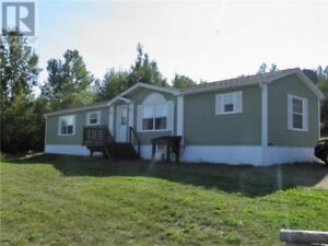On 1.20 acres! Only 5 yrs old! Deck, private backyard, babybarn