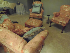 Peachy 4pc settee, LOVELY like new! Sun room, cottage, den! London Ontario image 2