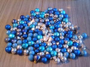 Lot de 150 petites boules de Noël bleu, turquoise, argent