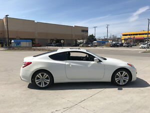 2010 Hyundai Genesis, Leather, roof, 6 Sped, 3/Y Warranty availa