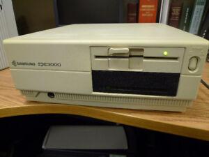 "Vintage Samsung SPC-3000 Computer & 5.25"" Floppy Drive"