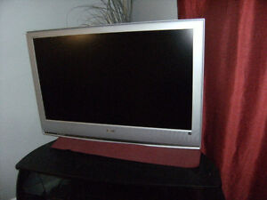 MOVING SALE TODAY  great tv for living room or bedroom.